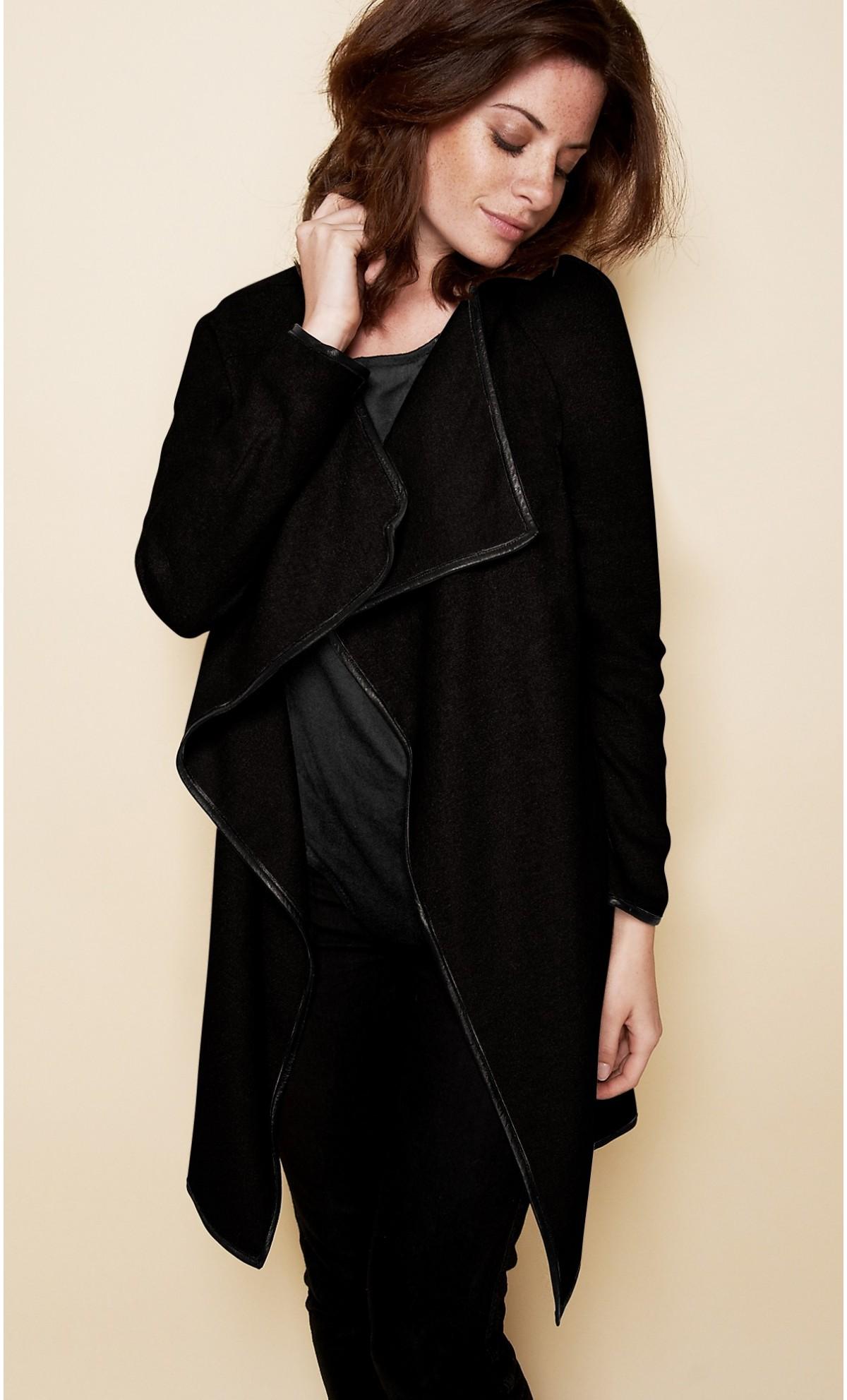 gilet long noir femme c 39 est le gilet parfait. Black Bedroom Furniture Sets. Home Design Ideas