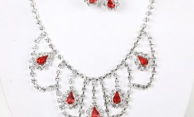 Accessoires bijoux fantaisie, j'ai un porte bijoux.