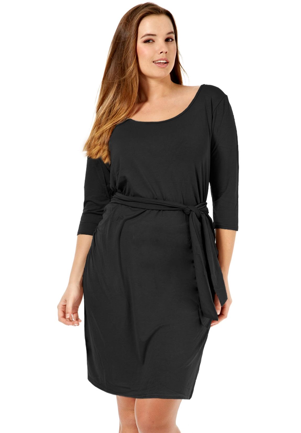 Robe noire grande taille, elle est de toutes les soirées